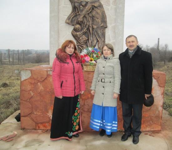 покладання квітів до меморіалу жертв Холокосту