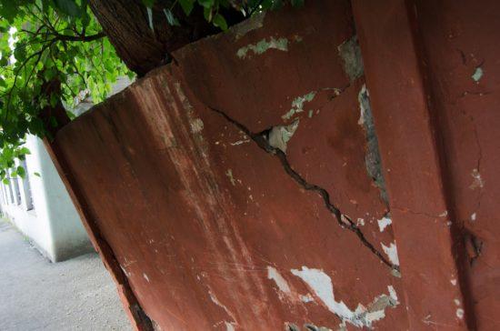 стіна, що рушиться (1)