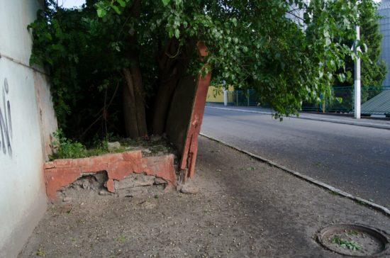 стіна, що рушиться (3)